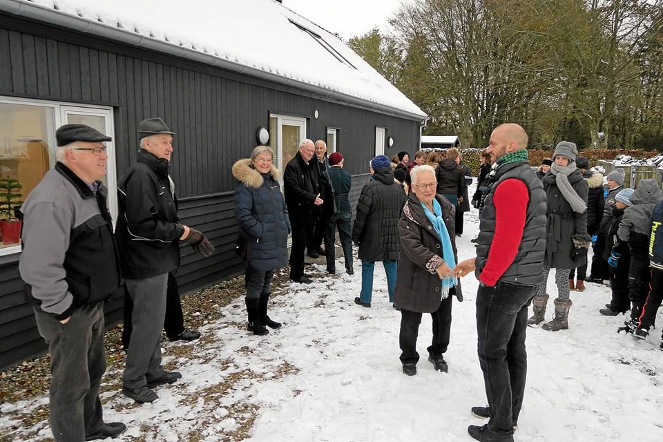 Alle børn fra Astrup-Sønderskov Friskole, konfirmanderne og hele Astrup by var inviteret til den festlige indvielse af den nye Velfærdsbygning. Foto: Niels Helver