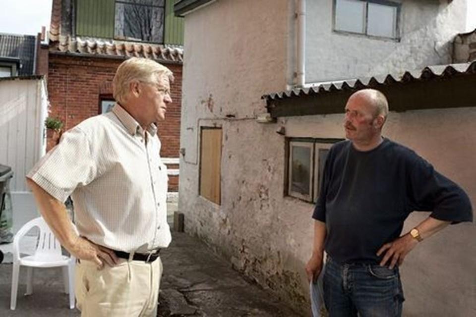 Borgmester Erik Sørensen (S) får en snak med Varmestuens formand Leif Andersen. arkivfoto: kim dahl hansen