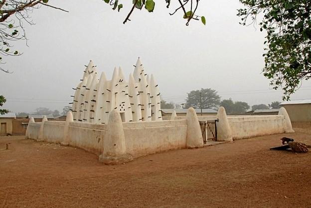 25. oktober er der Sogneaften i Lyngså kirkehus med Liana Løth. Hér en moské i Ghana. Privatfoto.