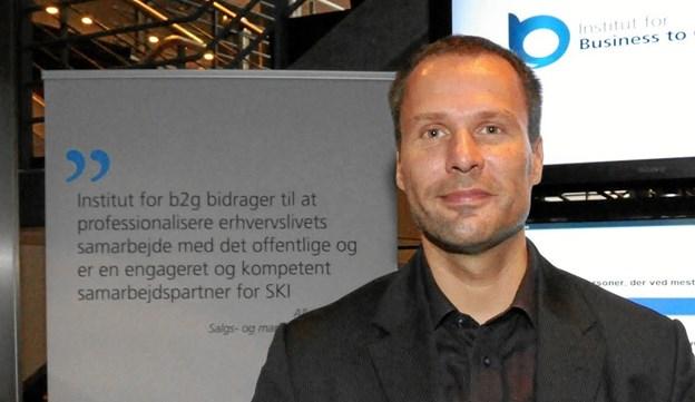 Claus Nordahl-Petersen, direktør i Institut for Business To Goverment, fortæller om at handle med det offentlige, på Rold StorKro. Foto: Privat.