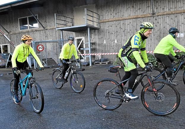 Så er det videre til J & K Kappel i Ydby. Bag Mini kører de to kvinder Trine Overgaard og Trine Ubbesen, der er med for første gang. Foto: Ole Iversen Ole Iversen
