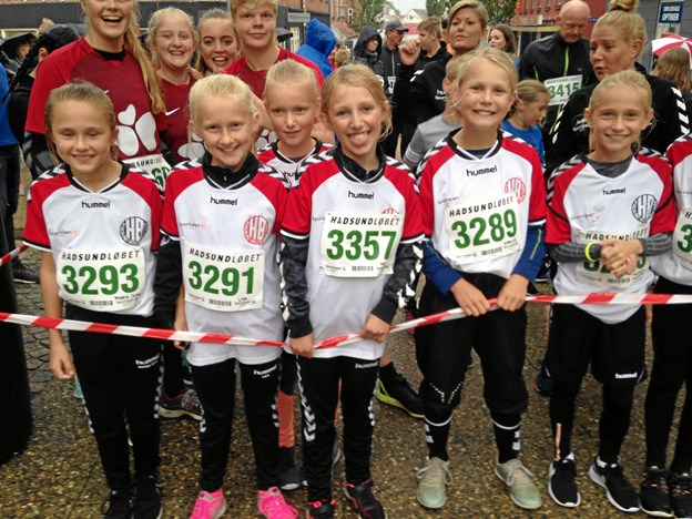 En flok raske piger fra Hadsund Boldklub klar til start i en tidligere udgave af Hadsundløbet. Privatfoto