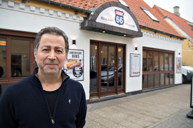 Karim Saleh foran Highway 66 på Havnevej. Highway 66 har ben, burger og bøffer som speciale.  Foto: Hans Ravn