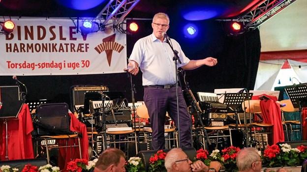 Borgmester Arne Boelt åbnede træffet og med sig, havde han et løfte om 10.000 kroner, hvis træffet fortsætter. Foto: Niels Helver Niels Helver