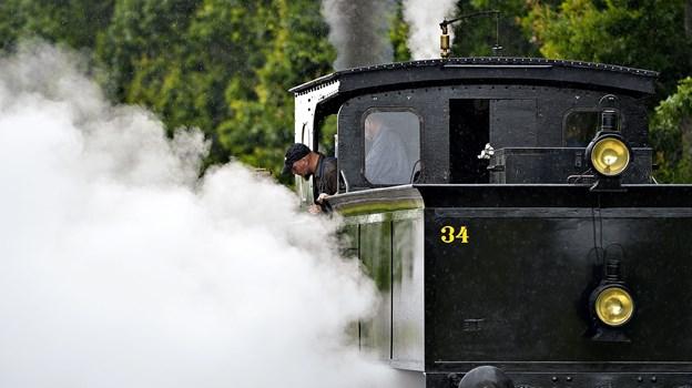 Der kan snart fløjtes til afgang med veterantoget, og premierekørslen er nu fastsat til efterårsferien, hvor medlemmerne er klar til at give den fuld gas og damp med det populære tog. Arkivfoto: Claus Søndberg
