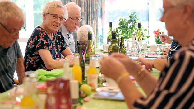 20 borgere hyggede sig ved fredages høstfest på Ulstedparken. Foto: Allan Mortensen