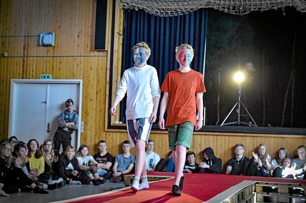 Også drengene turde give den gas med farver og redesign af gammelt tøj. Foto: Ole Iversen Ole Iversen