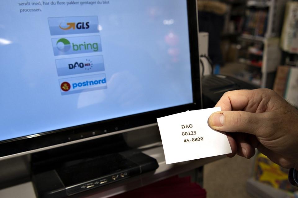 Når kunderne har været forbi terminalen, får de udleveret en bon, der tages med til kassen.Foto: Kurt Bering