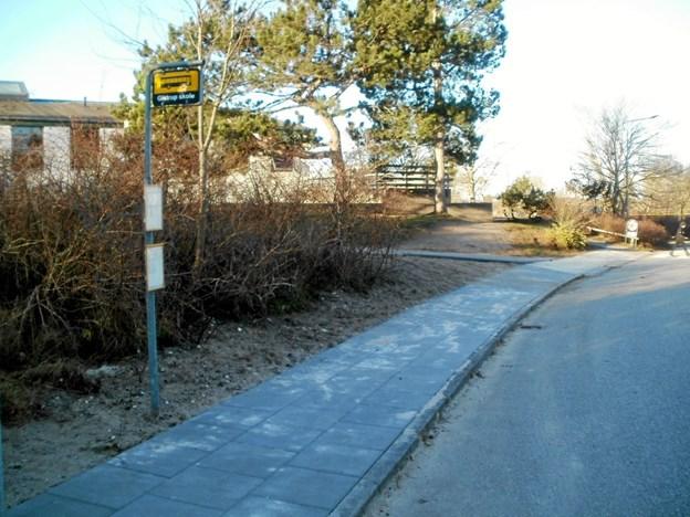Busholdepladsen er flyttet mod syd for at øge oversigten på vendepladsen mellem skole og idrætscenter. Foto: Kjeld Mølbæk Kjeld Mølbæk