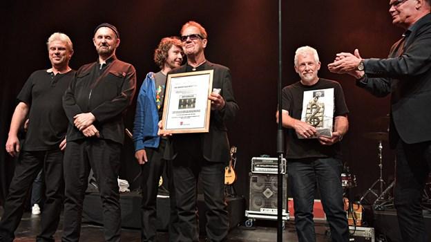 Oysterband blev den 25.modtagere af Folkemusikprisen og de er stolte over, at vær kommet i det flote selskab med tidligere års prismodtagere. Foto: Bent Bach. BENT BACH