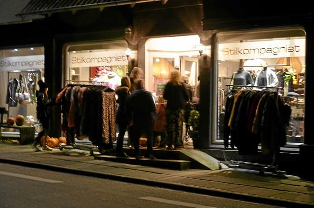 Der var tryk på og mange mennesker i butikkerne. Foto: Jesper Bøss