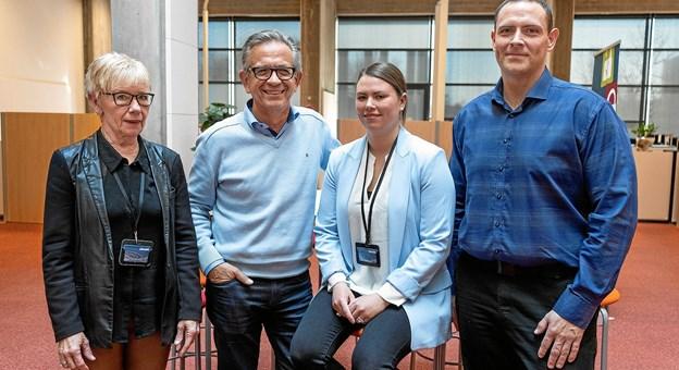 Arno Dan Christensen, Pernille Reinholt Andersen og Per Elmstrøm (th.) er alle tre nyansatte jobformidlere ved Frederikshavn Kommune - de ses her med Jytte Heisel (tv.), der er afdelingsleder i Center for Arbejdsmarked. Privatfoto
