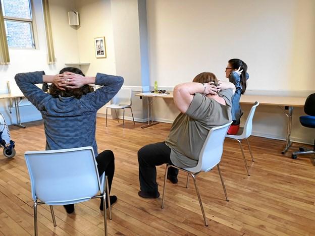Stole yoga strækker sig over en time og samlede henholdsvis seks og 10 kursister i marts og april i Medborgerhuset. Det gentages igen i maj. Privatfoto