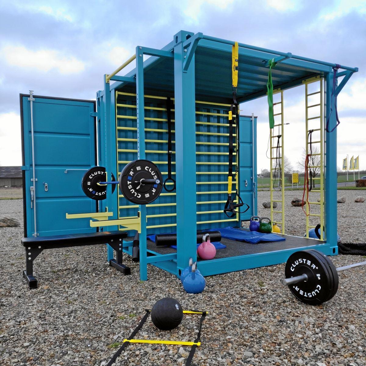Containere, indrettet med træningsudstyr, skal gøre det lettere for bl.a. udstationerede soldater at træne i krigszonen, håber fysioterapeut fra Aars og hans to kompagnoner