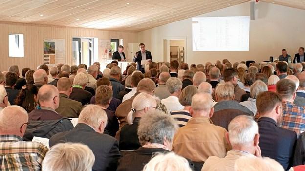 Direktør for Anpartsselskabet Tolne Skov, Jens Christian Kringelholt, fremlægger det reviderede regnskab, der blev enstemmigt godkendt. Foto: Niels Helver Niels Helver