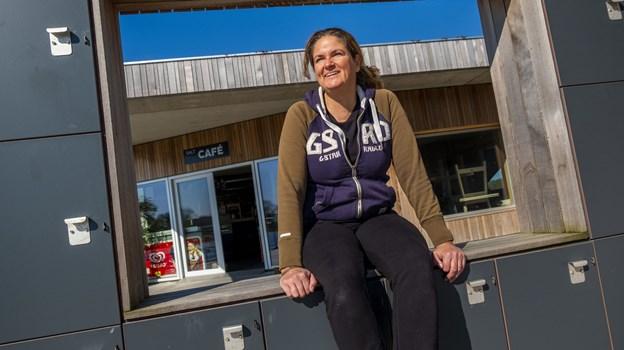 Katerina Komselis kan se frem til et halvt år med den samme udsigt hver dag - det generer hende ikke, for Venstre Fjordpark er fantastisk, synes hun. Foto: Lasse Sand