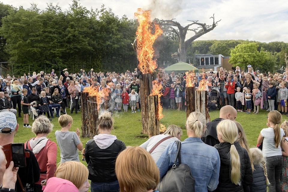 Der bliver traditionen tro holdt Sankt Hans fest i Aalborg Zoo igen i år, og det er typisk et arrangement, der tiltrækker et stort antal børnefamilier, der samtidig benytter lejligheden til at hilse på havens mange dyr. Arkivfoto: Lars Pauli