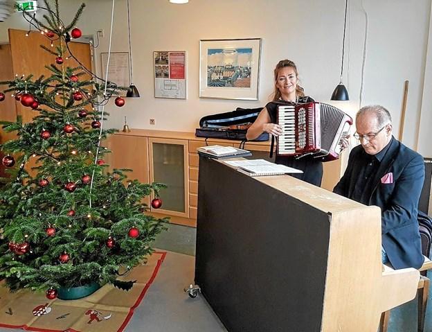 Sigrid Rasmussen og Eydi Guttason gjorde deres til den gode stemning. Foto: Karl Erik Hansen Karl Erik Hansen