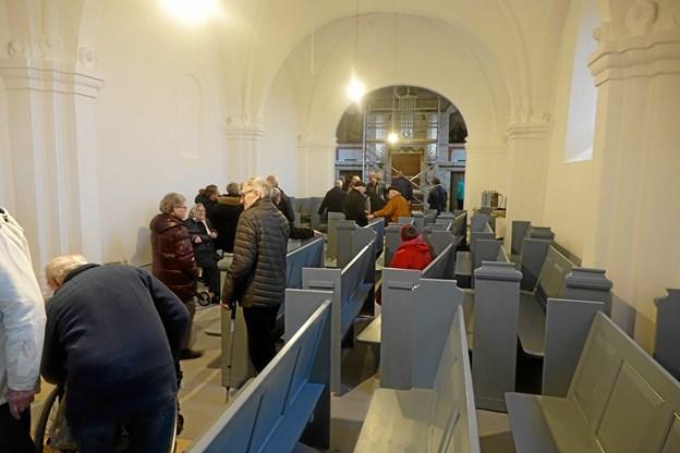 Omkring 65 tog lørdag eftermiddag imod tilbuddet om at se Durup Kirke indvendigt og høre mere om det igangværende store renoveringsprojekt. Privatfoto