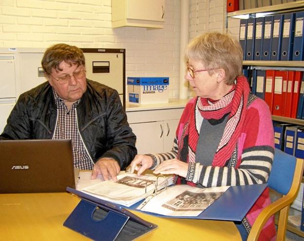 Poul Erik Kammer og Janne Jacobsen er faste medarbejdere i arkivet i Vittrup.  Privatfoto