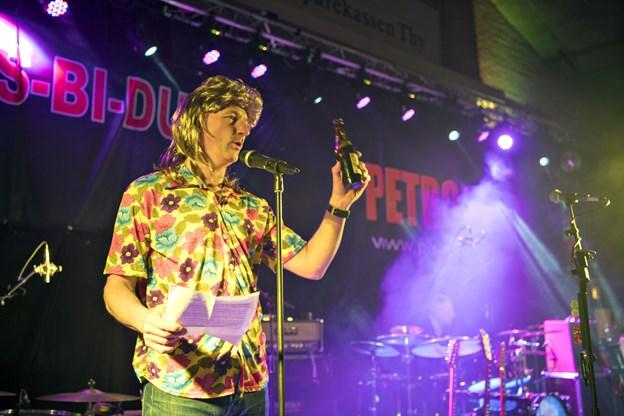 Spraglede farver og Bundesligahår. Sådan tog Henrik Nørmølle imod gæsterne til Vinyl-Party i Hurup Hallen i fjor. Arkivfoto: Kurt Bering