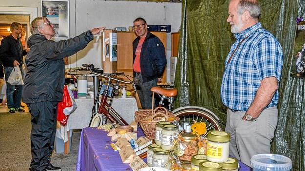 Også andre varer som honning og kager var at finde hos Ostemanden i Vindblæs. Foto: Mogens Lynge