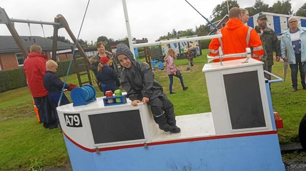 Uanset vejret danner legepladsen på Hybenvej 6 ramme om såvel udendørs aktiviteter som familiehygge i teltet. Foto: Gøttrup Byfest