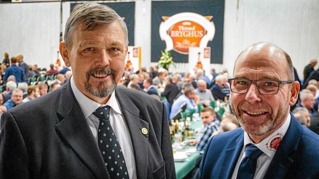 Glad formand for bestyrelsen Verner Jensen (tv.) og direktør Aage Svenningsen kunne glæde sig over at det går rigtig godt for bryggeriet i Thy. Privatfoto