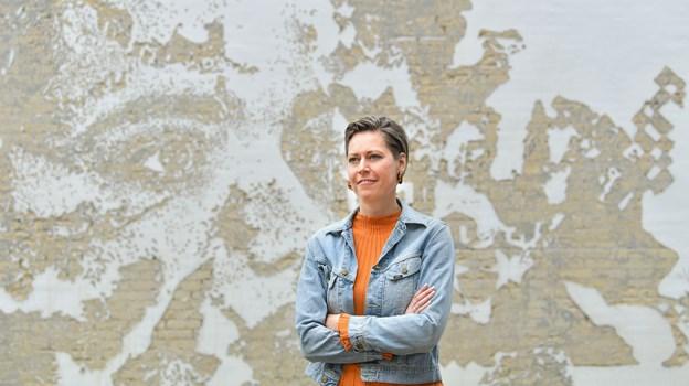 Det store vægrelief på hjørnet af Danmarksgade og Christiansgade af den portugisiske kunstner Vhils er seneste værk i rækken af Lene Kirks Out in the Open-projekt. Foto: Claus Søndberg