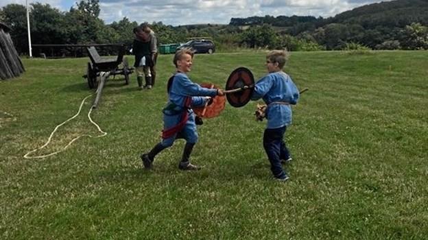 """Der trænes vikingekamp på Fyrkat på holdet """"I stormandens tjeneste"""". Privatfoto"""