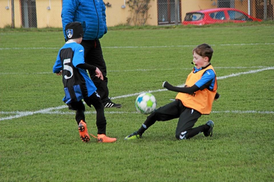 Der blev spillet og tacklet. Foto: Hans B. Henriksen Hans B. Henriksen