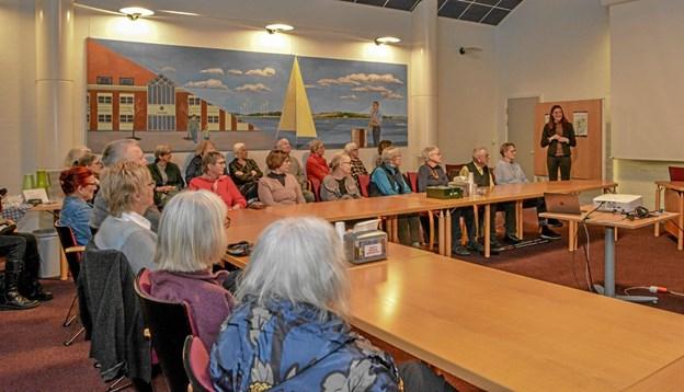 """Ca 50 var mødt op til foredraget Menneskesyn til eftersyn i """"den gamle byrådssal"""" i Løgstør, hvor formanden Rikke Christesen bød velkommen. Foto: Mogens Lynge Mogens Lynge"""