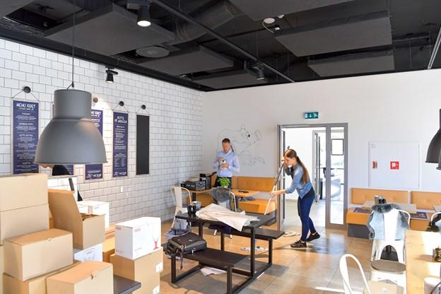 Papkasser og udstyr skal på plads, men det er tydeligt nok, at en restaurant er ved at vokse frem.