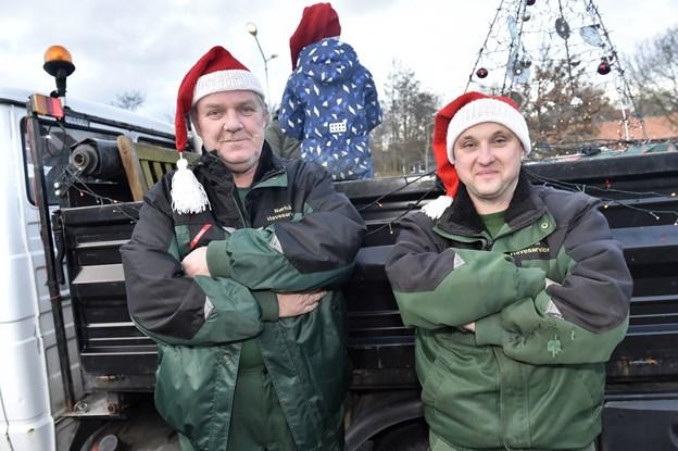 Finn Pdersen og indehaver Brian Jensen fra Nørhå Haveservice er igen med i optoget i Snedsted. Vi støtter det der sker i Snedsted, siger de to. Foto: Ole Iversen