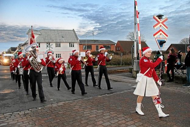 Der var stil over Snedsted Garden i deres flotte røde uniformer som jo passer rigtig godt til arrangementet. Foto: Hans B. Henriksen Hans B. Henriksen