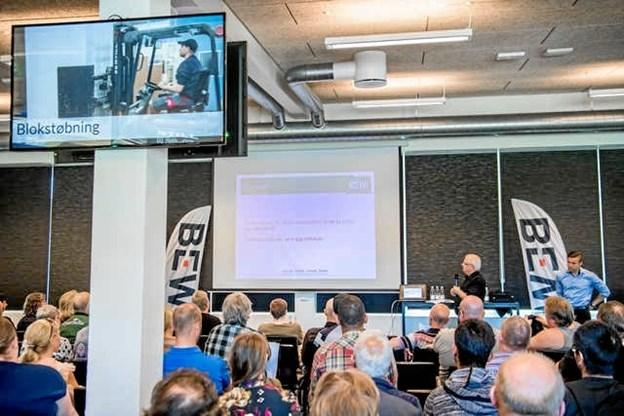Der vises informationsfilm om virksomheden Bewi, som er en norsk familievirksomhed med en omsætning på to milliarder svenske kroner årligt.