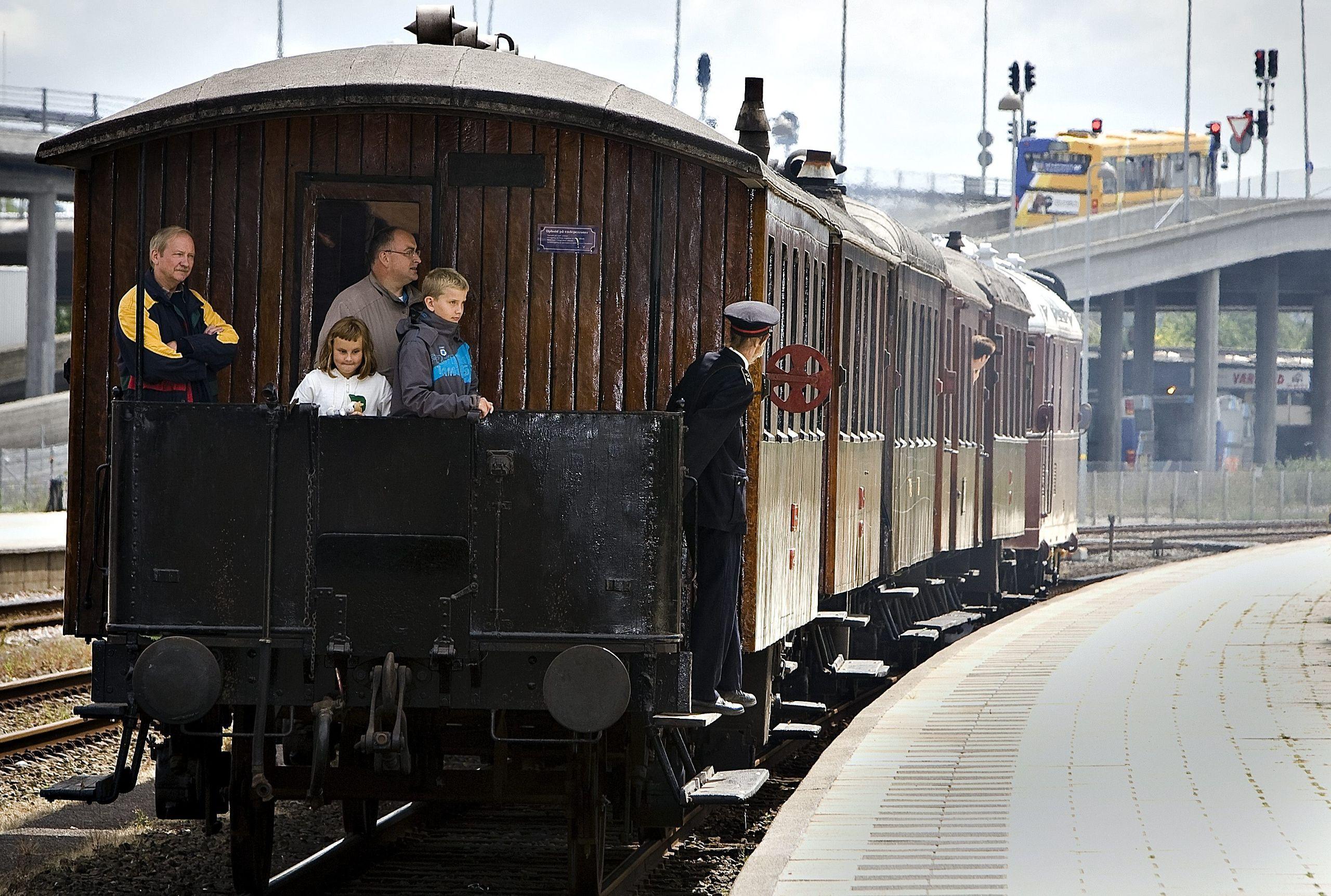Hvis man ikke tidligere år har givet sine børn eller børnebørn en køretur med Limfjordsbanens veterantog, så er der al mulig grund til at give dem den oplevelse her i julen 2018. Arkivfoto: Ajs Nielsen