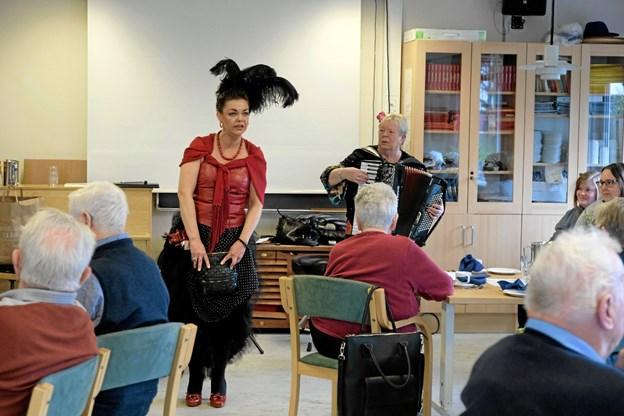 """Sidsel sang """"Solitudevej"""", den danske vise der blev lanceret i revyen Cirkus Ib fra 1953 og sunget af Elga Olga, med stor indlevelse. Foto: Niels Helver Niels Helver"""
