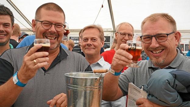 Liv og glade dage indenfor, hvor der var rigelig adgang til at smage på øllet.Foto: Christian Kjeldsen
