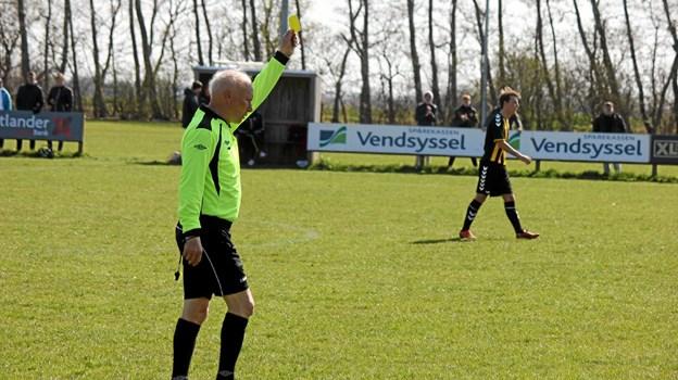 Dommeren gav hurtigt Skovsgård to gule kort, som betyder en straf på 10 minutter til hver spiller. Foto: Flemming Dahl Jensen Flemming Dahl Jensen