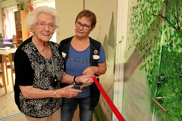 Kaas Plejecenter indviede deres nye store maleri. Foto: Flemming Dahl Jensen Flemming Dahl Jensen