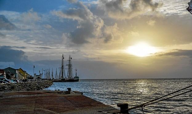 Og solen gik ned og håbet om, at morgendagen igen byder på sol, kræver nok en ekstra aftenbøn. Foto: Mogens Lynge