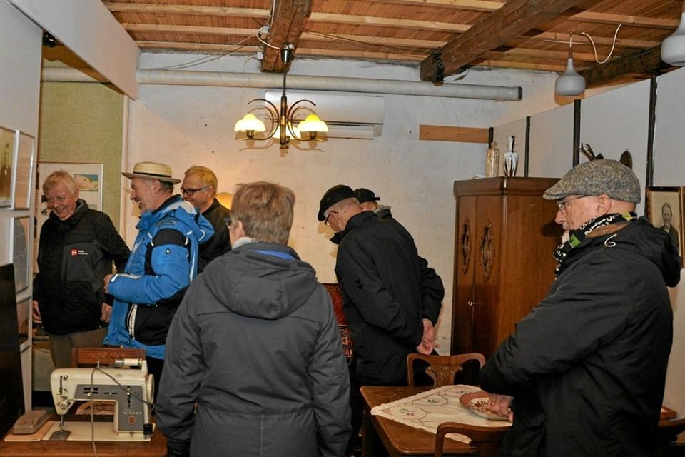 Her er en situation under den guidede rundvisning i den bygning, som rummer adskillige faglokaliteter.Foto: Ole Torp Ole Torp