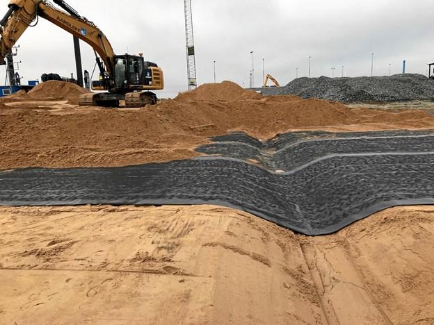 Alt i alt udlægges der 70.000 kvadratmeter membraner på Frederikshavn Havn.