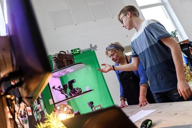 Andreas Andersen drømmer om at blive medieproducent. Han flyver jævnligt med i såkaldte droneræs, hvor det handler om at flyve sin drone så hurtigt som muligt. Han er lige nu Danmarks anden hurtigste droneracer.