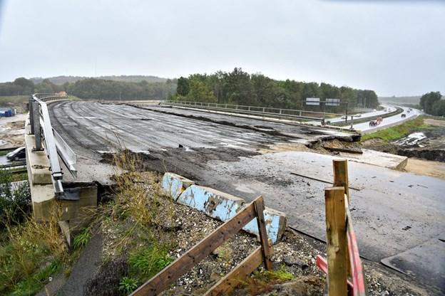 Motorvejsbroen over E45 er blevet overflødig og skal derfor rives ned.Arkivfoto: Claus Søndberg