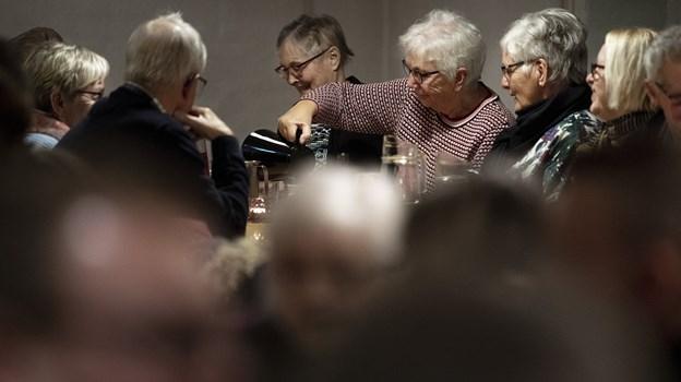 """Det gik over al forventning med det nye tiltag """"I Fjerritslev spiser vi sammen"""", som blev arrangeret af Idrætscenter Jammerbugt. Der var i alt 165 spisende gæster tilmeldt og stemningen var fantastisk.Foto: Laura Guldhammer"""