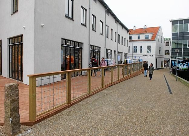 Den gamle Bahne-bygning har nu fået en terrasse.  Foto: Gunnar Onghamar