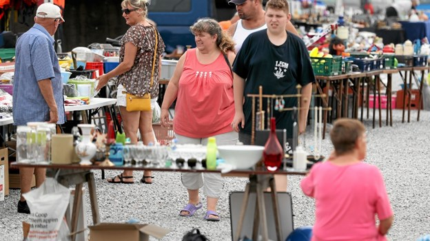 Hver mandag er der marked på havnen i Hou. Foto: Allan Mortensen