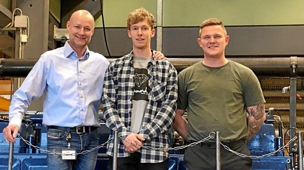 Lærlingeansvarlig John Ditlev, til venstre, sammen med Matias R. Ankerlund og Kasper M. Christensen.Privatfoto